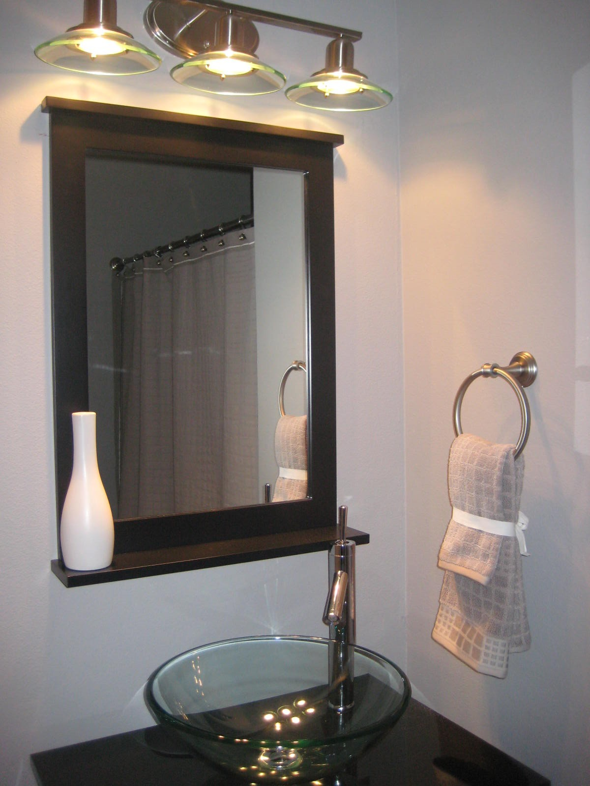 Diy guest bathroom remodel taryn whiteaker for Diy small bathroom