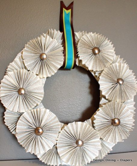 book page wreath, diy, fall wreath, paper projects