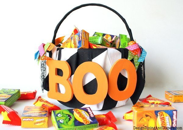 A Boo-tiful Halloween Basket, diy trick-or-treat baskets, girly halloween, baskets for toddlers, black and white halloween baskets