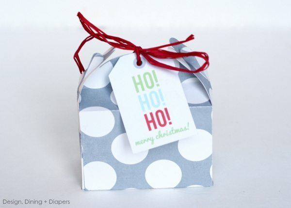 Last Minute Christmas Favors for under $1.00, silhouette christmas boxes, silhouette cameo, christmas boxes, diy christmas favors, inexpensive christmas gifts, gifts under $5.00, polk-a-dot, red, gray, raffia boxes