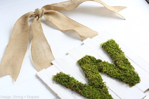 Farmhouse Decor- This Pallet Sign is adorable and the moss monogram makes it unique and personal. The perfect home decor accessory for your home this Spring.