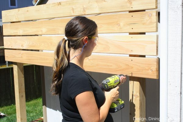 DIY Garden Slat Wall Tutorial by @tarynatddd