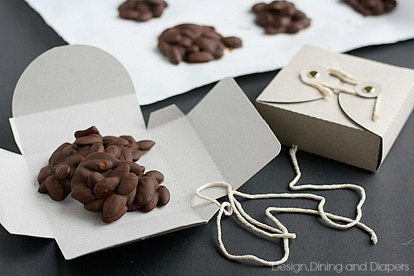 Homemade Chocolate Almond Clusters with cute gift boxes. Great gift idea for the Holidays! via @tarynatddd