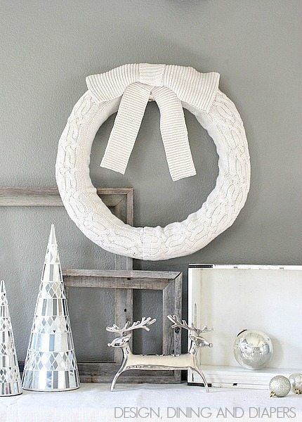 Recycle Your Old Sweaters and make this simple sweater wreath via @tarynatddd