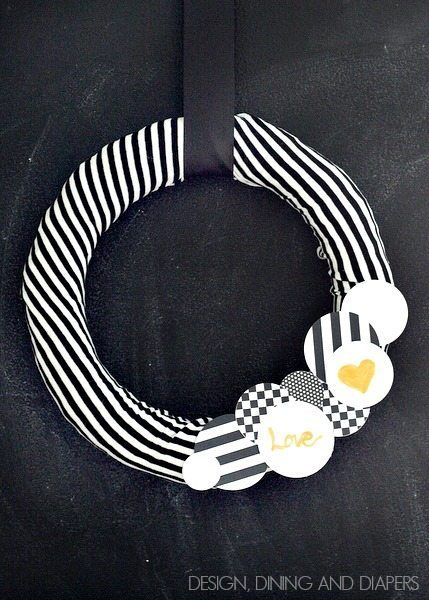 Black and White Valentine's Day Wreath via designdininganddiapers.com
