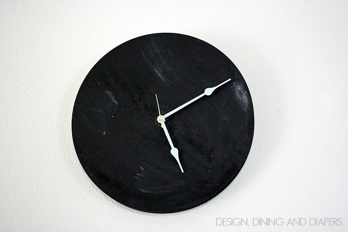 Chalkboard Clock. What a fun idea for a kid's room or kitchen.