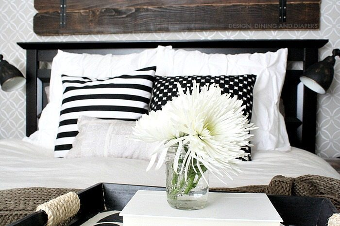 Modern Farmhouse Makeover - easy projects that will transform a space!