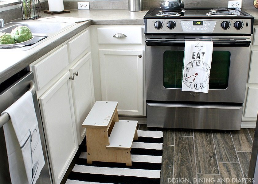 White Kitchen Makeover with modern farmhouse design - great before and after pics of what you can do with a small space.