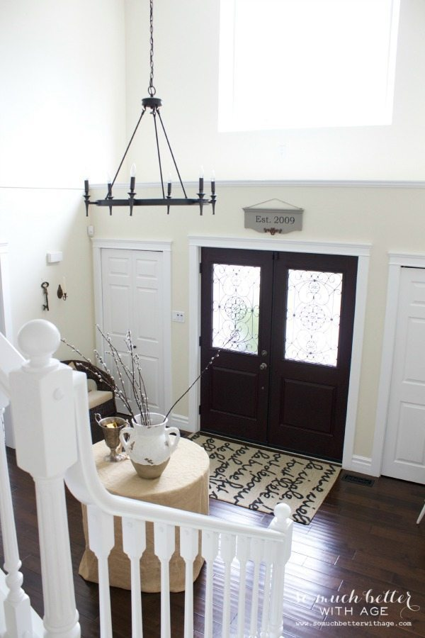 neutral-foyer