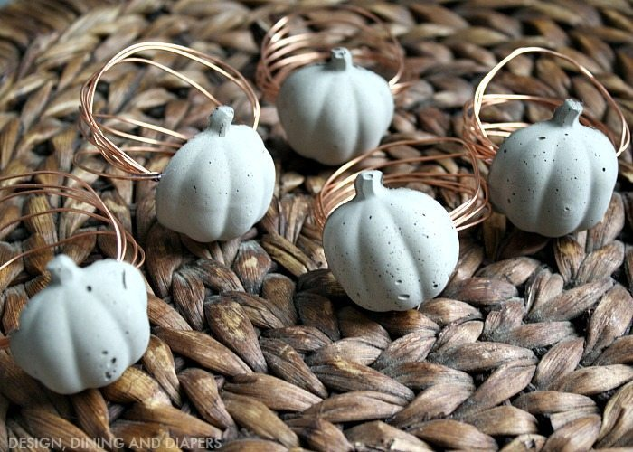 concrete pumpkin napkin rings for Thanksgiving. These look really easy to make!