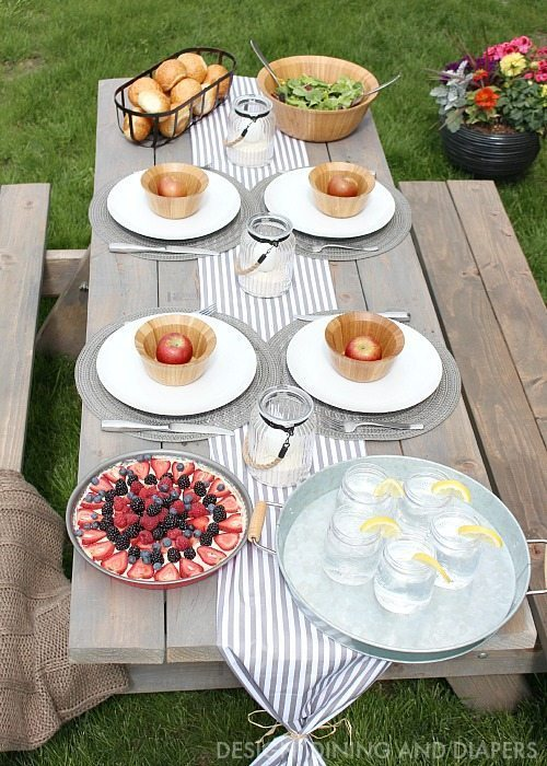 Gray and White Outdoor summer tablescape