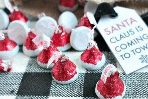 HERSHEY'S Kisses Santa Hat Chocolates and Free Printable
