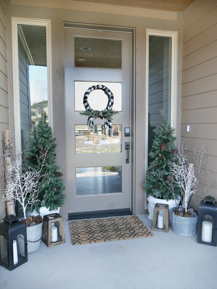 Winter porch decor taryn whiteaker for Patio decorating photos
