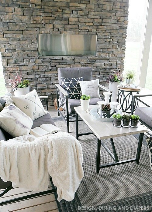 Spring Outdoor Living Space with Farmhouse Style