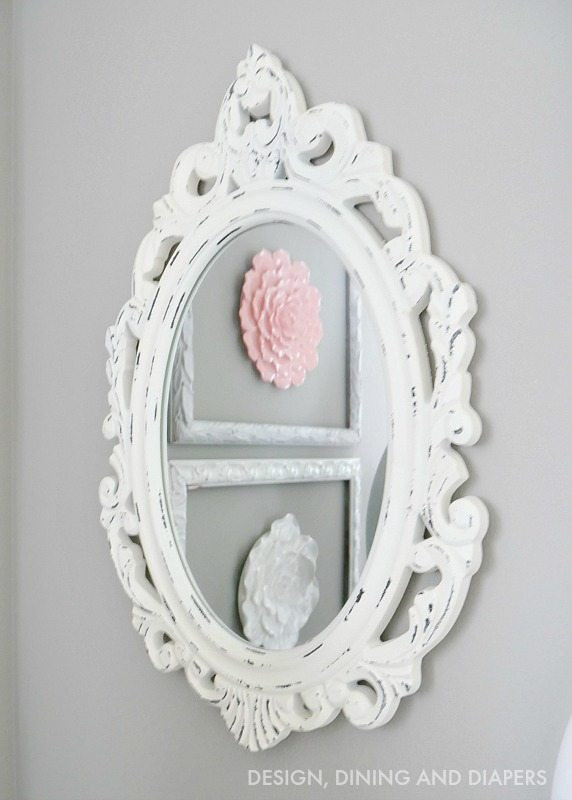 Shabby Chic mirror in lithe girl's room