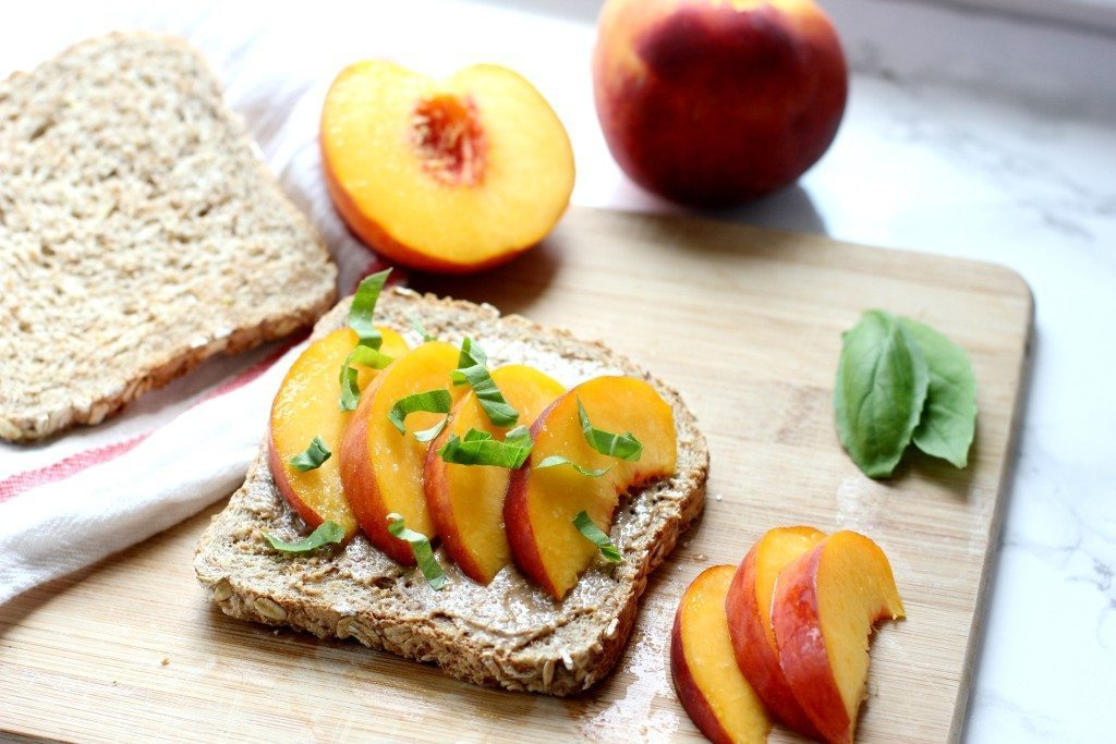 peach-toast-breakfast-1024x683