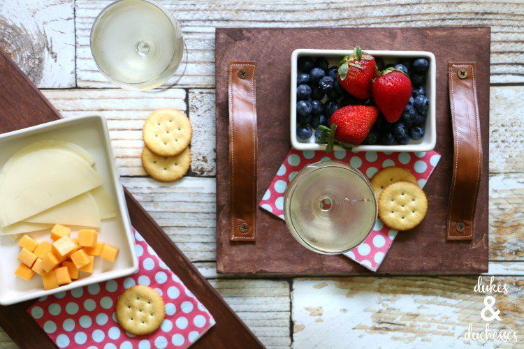 DIY-rustic-stained-wooden-tray-with-leather-handles