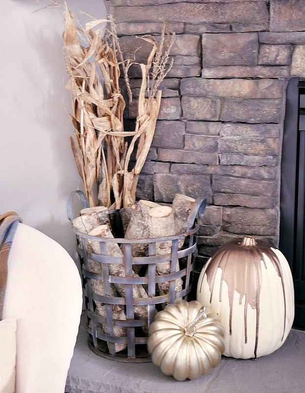cornstalks-and-pumpkins-on-mantel