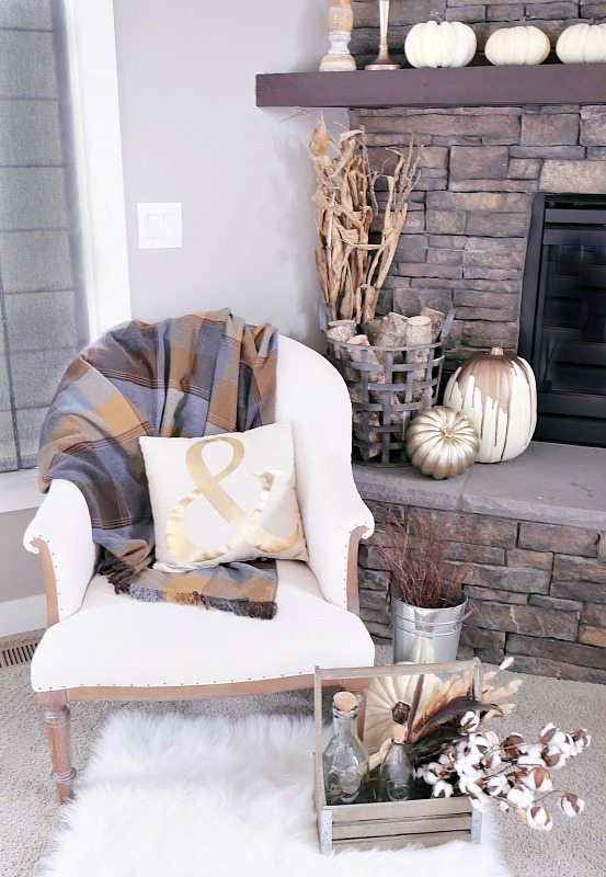 fall-mantel-with-neutral-tones