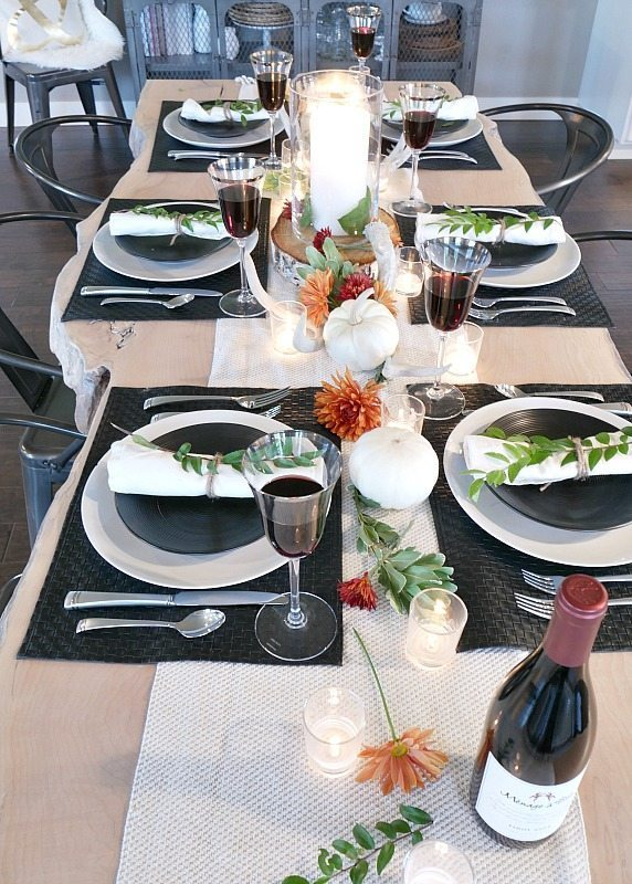 black-and-white-rustic-modern-fall-table-setting-on-live-edge-table