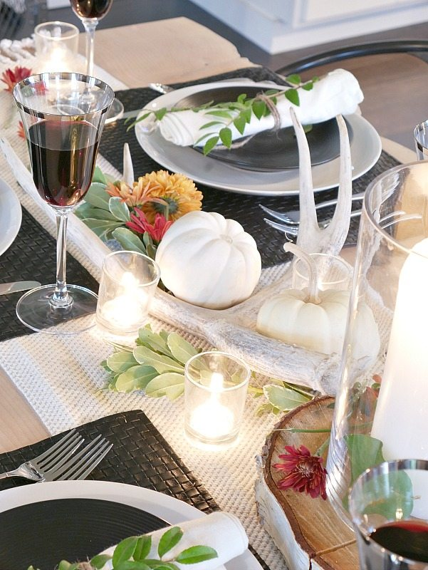 black-and-white-rustic-modern-fall-table-setting-with-antlers