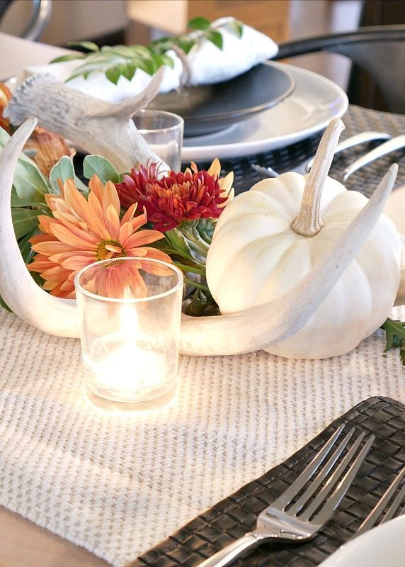 black-and-white-rustic-modern-fall-table-setting-with-white-pumpkins
