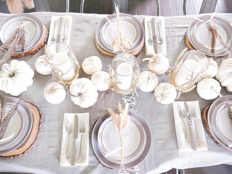 neutral-thanksgiving-tablescape-with-natural-accents