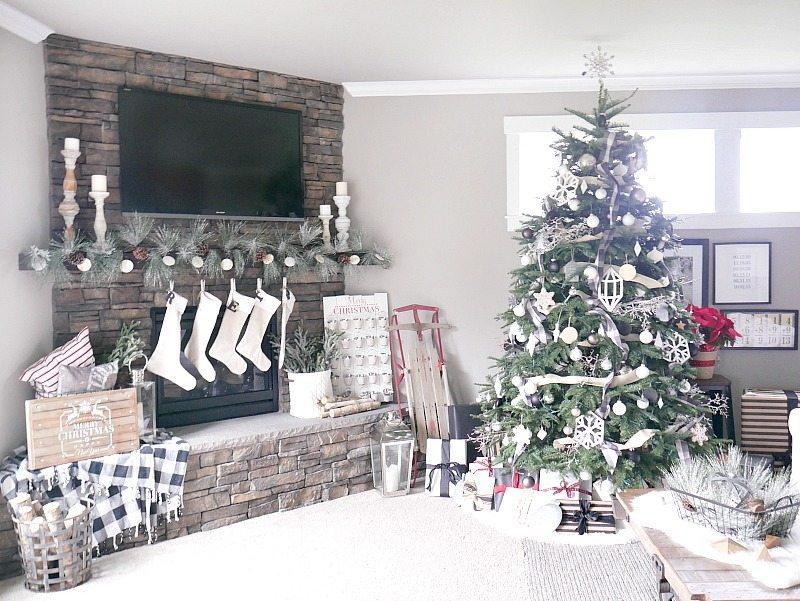Christmas living room decorations taryn whiteaker for Christmas living room ideas
