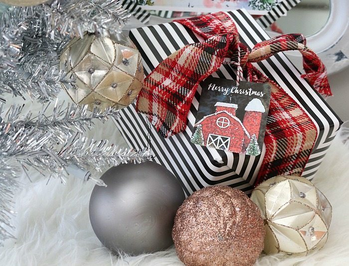 free-gift-tags-cute-red-barn-goes-great-with-plaid-ribbon