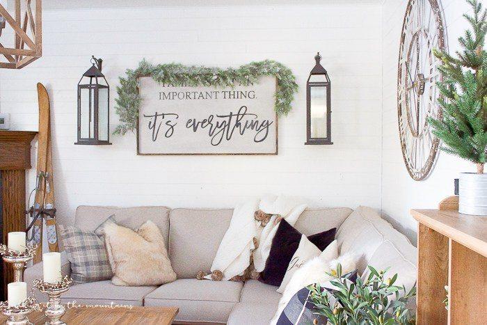 farmhouse-christmas-family-room-16