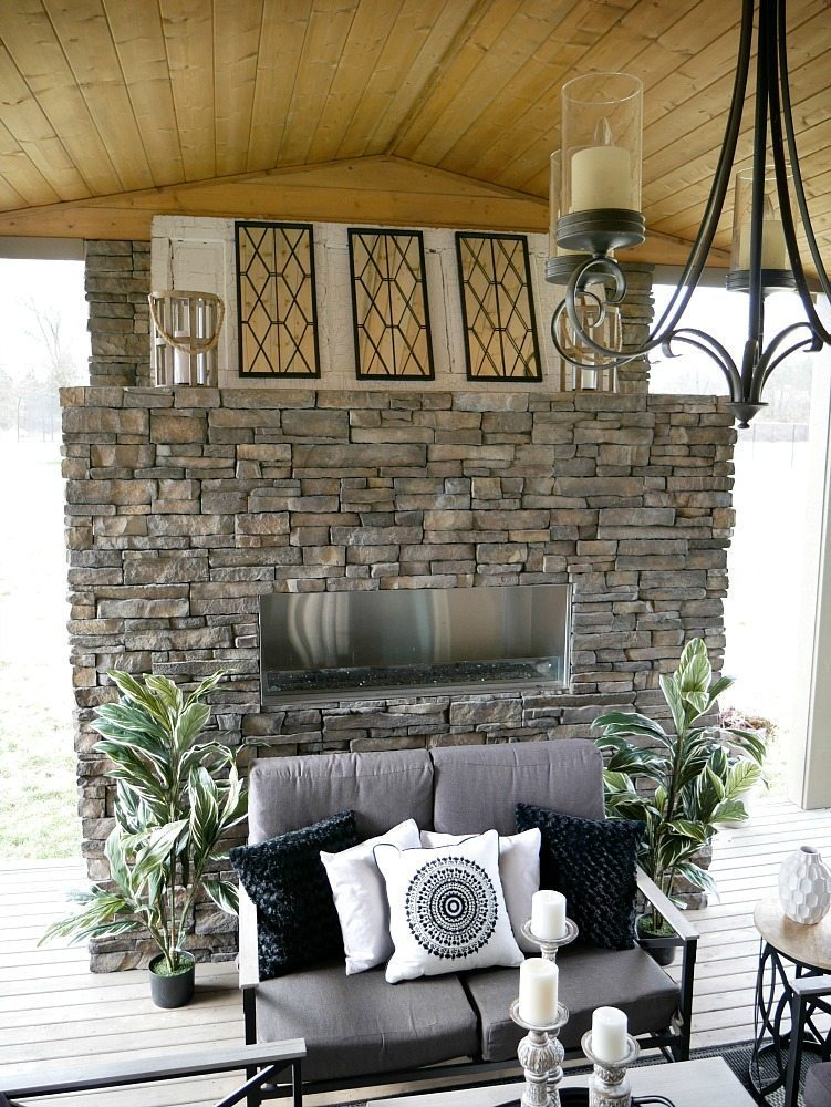 Black and White Outdoor Decor - Taryn Whiteaker on Black And White Backyard Decor id=85589